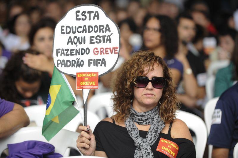 Professores do Rio decidem rumos da greve em assembleia Educação - 15/05/2014  / Foto: EBC
